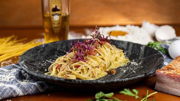Spaghettini Carbonara com Azeite Trufado - Don Zé Restaurante, São Paulo