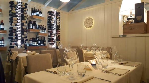 Interno - Enoteca Il Pinolo cibo e vini, Camaiore