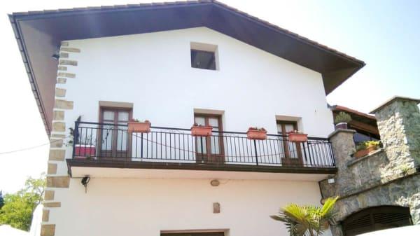 Fachada - Santa Barbara, Hernani